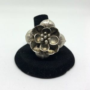 Jewelry - Sterling silver flower statement ring